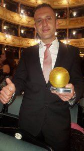 Giuseppe Famiani con il premio di Siena