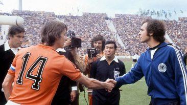 I grandissimi Johan Cruijff e Franz Beckenbauer nella sfida del 1974