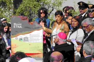L'inaugurazione della stele Unesco al Parco il 17 aprile del 2015