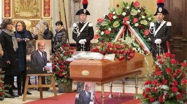 Il funerale di Umberto Veronesi (foto da Repubblica.it)