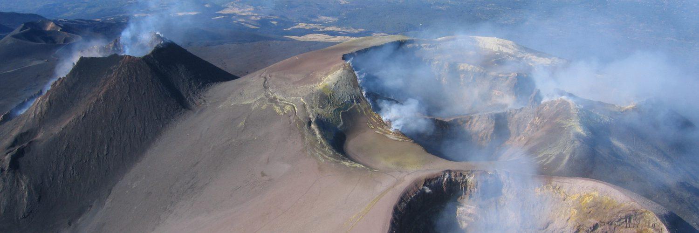 Etna Crateri sommitali: la foto di Michele Sipala in copertina del dossier di candidatura