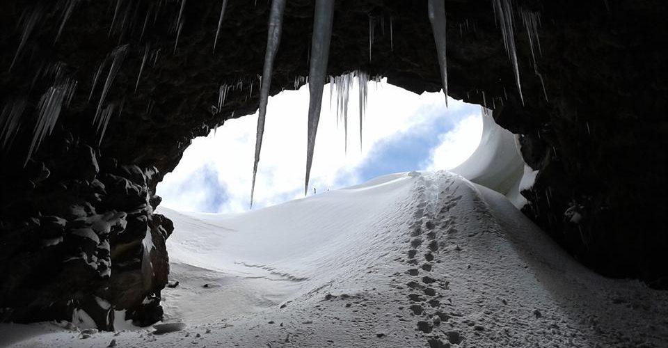 L'ingresso della Grotta del Gelo