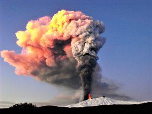 Etna, la magnifica eruzione del 5 gennaio 2011. Foto archivio Parco