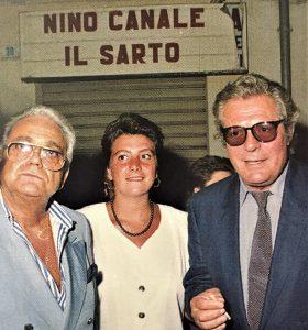 Marcello Mastroianni a Fondi con amici davanti alla sartoria di Nino Canale