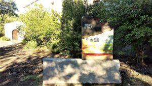 La stele celebratova dell'Unesco al Parco dell'Etna