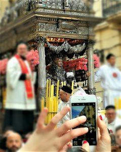 Sant'Agata in processione (foto di Klaus Dorschfeldt)