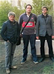 Klaus (al centro). tra gli amici Giovanni Tomarchio e Antonio De Luca