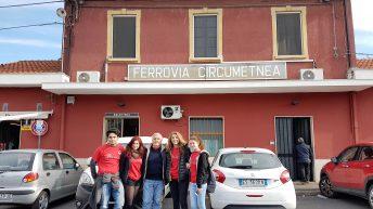 Con gli inviati alla partenza della littorina dalla  stazione Borgo di Catania