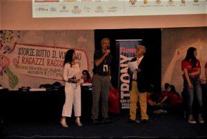 """Sergio Mangiameli sul palco della cerimonia finale di """"Storie sotto il vulcano 2017"""" a Le Ciminiere di Catania, con me e Jasmine Basile"""