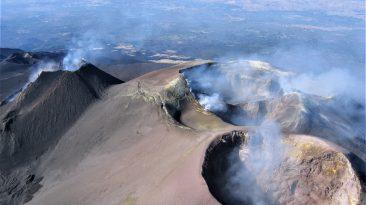 171 Etna Crateri sommitali dall'alto novembre 2006