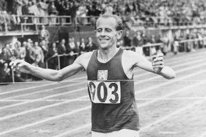 """Emil Zatopek, la """"locomotiva umana"""" (dal web)"""