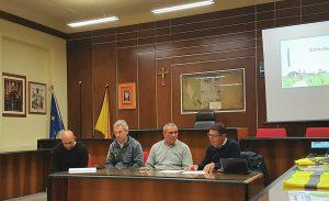 La presentazione a Nicolosi, con l'assessore Ugo Marletta, Giorgio Cambiano, il sindaco Angelo Pulvirenti e Vincenzo Ferro