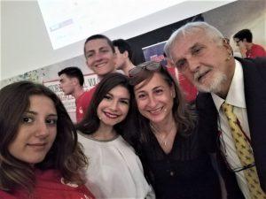 Con le ragazze di Storie il Vulcano: da sinistra Martina Sanguedolce, Jasmine Basile e lagrande Monica Maimone