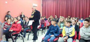 Antonio presti con i giovani dell'I.C. Campanella Sturzo