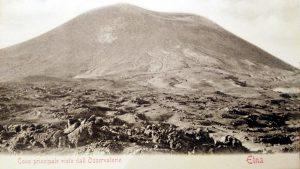 Un'altra cartolina postale della mia collezione. Il Cratere Centrale e, all'estrema destra, il Vulcarolo