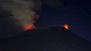 figura-4-crateri-etna-da-lontano