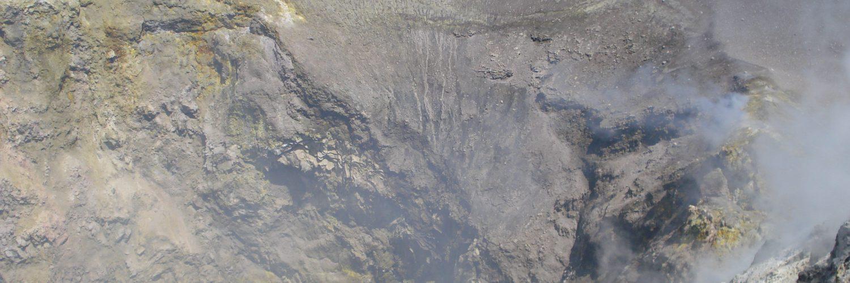 45 Etna cratere centrale interno luglio 2010