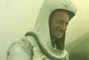 Fig. 3 - Haroun Tazieff con casco protettivo