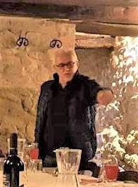 Giorgio Leonetti. Accanto lo scherzoso adesivo della scuderia Tre Gazzelle. realizzato quest'anno per celebrare il meeting a San Marino tra alcuni dei componenti storici del team