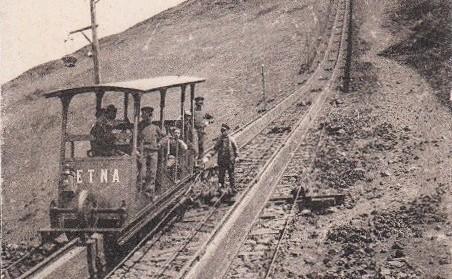Etna, il nome di una delle due cabine della funicolare del Vesuvio. Un omaggio al nostro vulcano
