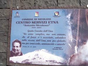 La targa presso il Centro Servizi di Nicolosi Nord (Foto S.Scalia)