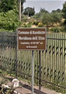 Il cartello sulla SS 120 (Foto da Google Street View)