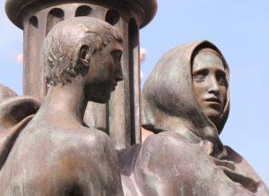 Le statue bronzee di Anfinomo, Anapìa e dei loro genitori – Piazza dell'Università, Catania (Foto S. Scalia) 1