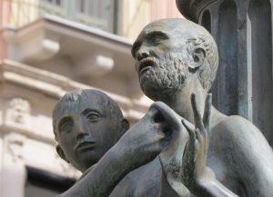 Le statue bronzee di Anfinomo, Anapìa e dei loro genitori – Piazza dell'Università, Catania (Foto S. Scalia) 2