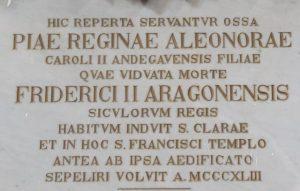 Un particolare della lapide che indica il luogo dove si trovano i resti della Regina Eleonora, nella Chiesa di San Francesco all'Immacolata, a Catania.