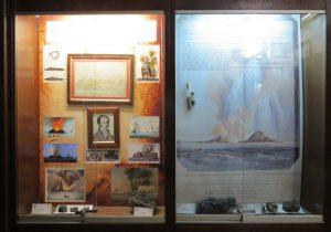 Le due vetrine dedicate all'Isola Ferdinandea presenti presso Museo di Geologia G. G. Gemmellaro di Palermo