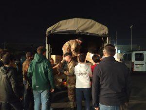 Anche l'esercito ha aiutato a scaricare