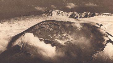 Il Cratere Centrale dell'Etna nel 1934 (dalla collezione personale)