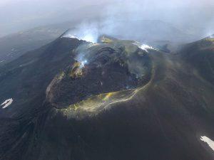 L'area sommitale dell'Etna dopo i quattro parossismi di dicembre 2015 (Foto Butterfly Helicopters)