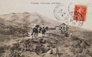 Ascensione a dorso di mulo (Cartolina postale Collezione S. Scalia)