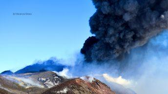 Esplosione al Cratere della Sella
