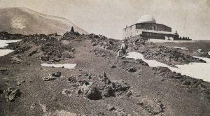 L'Osservatorio Etneo (Cartolina postale – Collezione S. Scalia)