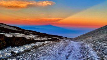 l'ombra dell'Etna sul Mar Ionio