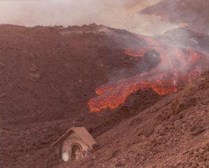 1 Tre momenti della distruzione dell'Altarino nel corso dell'eruzione del 1983