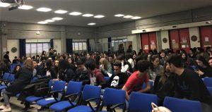 Al Liceo Archimede di Acireale: l'aula magna con tanti ragazzi in occasione di una manifestazione qualche tempo fa