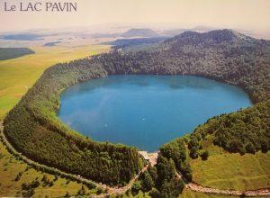Il maar francese Lac Pavin (cartolina postale – collezione personale)