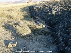 3 Effetti sismici sul terreno presso il Villaggio Santa Barbara – 8 agosto 2008 (Foto S. Scalia)